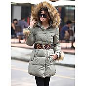 Cuello de piel de la capa con capucha de las mujeres con la correa