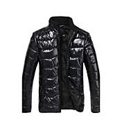 hombres espesan mantener cálido abrigo