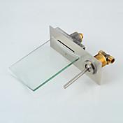 現代風 壁式 LED 滝状吐水タイプ with  セラミックバルブ シングルハンドル二つの穴 for  ブラッシュドニッケル , バスルームのシンクの蛇口