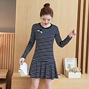 2017新しい野生のストライプの長袖のドレスの気質小さな新鮮なプリーツラインスカートは薄いファッションの本物のショットだった
