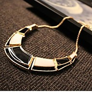 Fine irregular geometrical necklace Collarbone chain Ladies' Gold Necklace With Rhinestone