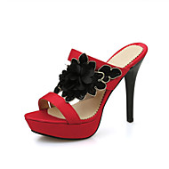Chinelos e flip-flops-Chanel-Salto Agulha-Preto Vermelho-Flanelado-Social Casual