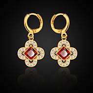Viseće naušnice Ruby Birthstones Dragi kamen Kristal Flower Shape Djetelina s četiri lista Jewelry Za Vjenčanje Party Dnevno Kauzalni 1pc
