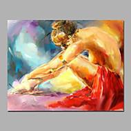 Localización de la niña atractiva desnuda en pinturas acrílicas de tierra en camilla