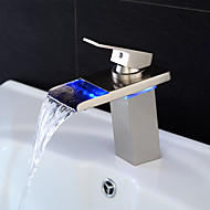 Modern Middenset LED / Waterval with  Keramische ventiel Single Handle Een Hole for  Geborsteld nikkel , Wastafel kraan