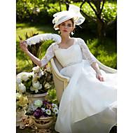 2017 Lanting Bride® A-line Wedding Dress Court Train Queen Anne Lace / Organza with Appliques / Button