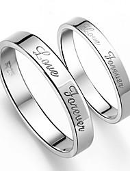 anneaux en couple petit doigt