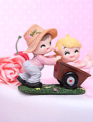 Cake Topper Classic Couple / Funny & Reluctant Resin Bridal Shower / Baby Shower Garden Theme / Classic Theme Gift Box