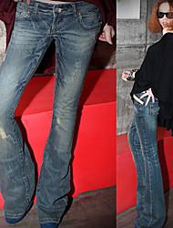 calças jeans em forma de trombeta