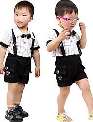 детский летний комплект (скобки коротких штанишках и полосами футболку)