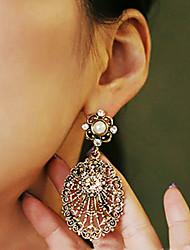 Women's Vintage Cut Out Oval Diamond Earrings
