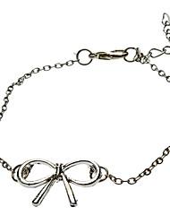 Arco de metal com pulseira branca de K