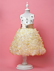 A-line/Ball Gown/Princess Knee-length Flower Girl Dress - Satin/Tulle Sleeveless