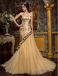 Lanting Bride Trumpet/Mermaid Petite / Plus Sizes Wedding Dress-Court Train V-neck Taffeta / Tulle