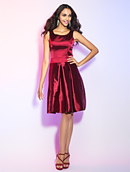 Cocktail Party / Holiday Dress - Elegant Plus Size / Petite A-line Scoop Knee-length Stretch Satin with Draping