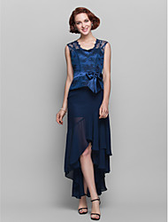 Lanting Bride® Sheath / Column Plus Size / Petite Mother of the Bride Dress Asymmetrical Sleeveless Chiffon / Lace with Bow(s)