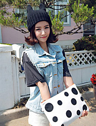 doubles cornes des femmes de bonnet tricoté
