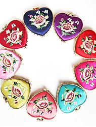 Corazón Antiguos chinos de seda de estilo Espejo de maquillaje portátil (Color Randomed)