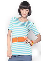 Fit Stripe media manga de la camisa azul clara de unifo Mostrar Mujeres