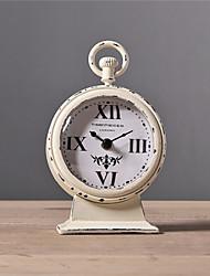 "11.75 ""H estilo retro grabado en metal sobremesa Reloj"