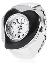 En forma de corazón de las mujeres de la aleación Dial cuarzo de la venda del reloj del anillo analógico