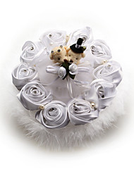 Music Box Wedding Ring Kussen met satijnen bloemen en zachte veren