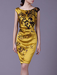 em torno do pescoço vestido de seda estampado floral auréola das mulheres vermelhas