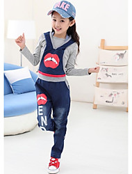 Girl's Round Collar Lip Print Demin Strap Clothing Sets(T-shirt&Overalls)