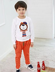 tre pulsanti pantaloni del ragazzo