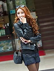 Le défilé de mode des femmes couture mince de veste en cuir PU