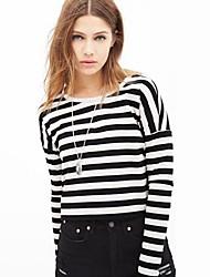 Frauen schwarz-weiß gestreiften o-Ausschnitt Langarm Kurze T-Shirts