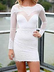 precioso mini vestido de encaje blanco sin espalda de la mujer