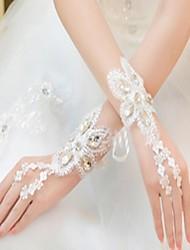 se réfère à la dentelle soluble gants de cérémonie de noces de diamant de l'eau