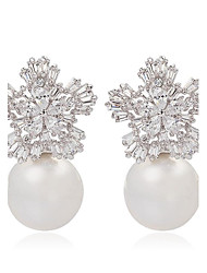 Ladies Trendy Jewelry Cute Snow Flower and Pearl Stud Earrings Elegant Flake Shape CZ Stud Earrings For Women