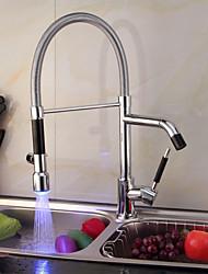Contemporáneo Pull-out / pull-down Montaje en encimera LED with  Válvula Cerámica Sola manija Un agujero for  Cromo , Grifería de Cocina