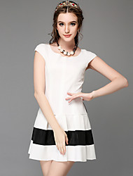 High-end large yards long summer dress lace eyelash after hitting scene splicing pleated dress with short sleeves