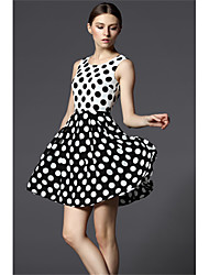 New 2015 Women Summer Dress Slim Polka Dot Stitching Sleeveless Round Neck Chiffon Black And White Dress