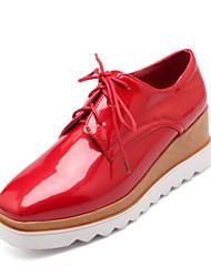 Для женщин Обувь Лакированная кожа Весна Лето Осень На платформе Микропоры Шнуровка Назначение Повседневные Белый Черный Красный