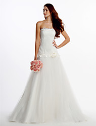 Lanting Bride® Fit & Flare Wedding Dress Sweep / Brush Train Strapless Lace / Tulle with Button / Flower / Lace