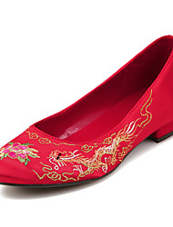 Women's Shoes Silk Flat Heel Closed Toe Flats Wedding / Party & Evening / Dress Red