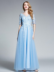 Prom / Formal Evening Dress A-line V-neck Floor-length Tulle with Flower(s) / Lace