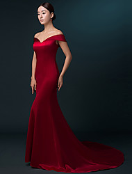 Mermaid / Trumpet Off-the-shoulder Sweep / Brush Train Satin Formal Evening Dress with Pleats by Luoge