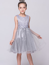 2017, uma linha de vestido de flor na altura do joelho menina - Renda / Tule jóia sem mangas e com lantejoulas