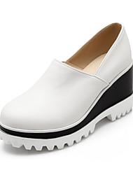 женская обувь из кожзаменителя клин пятки клинья мокасины на открытом воздухе / спортивная / вскользь черный / белый / бежевый
