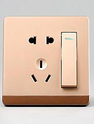 un double contrôle ouvert avec cinq trous interrupteur mural prise