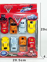 o carro plástico do brinquedo modelo de desenhos animados do jardim de infância das crianças