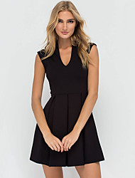 Women's Casual/Daily / Club Sexy / Simple Pleated Slim Sheath Dress,Solid V Neck Above Knee Sleeveless