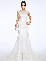 Lanting Bride® Trumpet / Mermaid Wedding Dress Court Train V-neck Lace with Appliques / Beading / Button