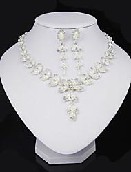 Bijoux 1 Collier / 1 Paire de Boucles d'Oreille Perle imitée / Strass Soirée / Quotidien Cristal / Alliage / Imitation de perle 1set Femme