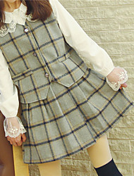 Attractive girl wild retro British plaid skirt suit vest + bottoming real shot